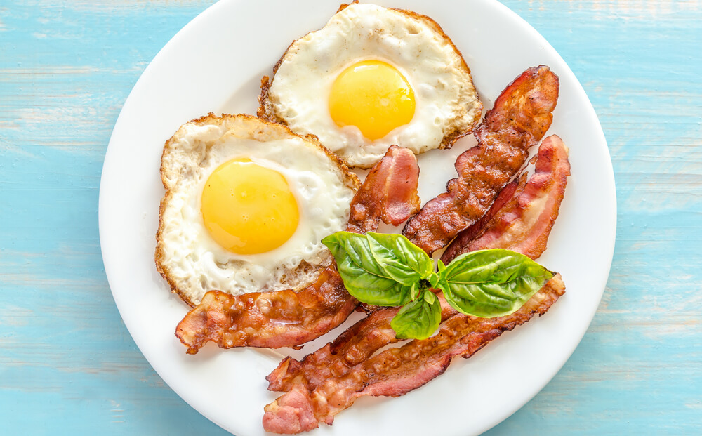 American Breakfast with eggs and bacon