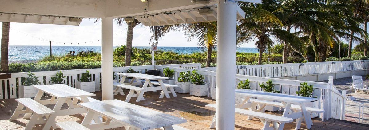 Tiki bar of the Deauville Beach Resort in Miami Beach