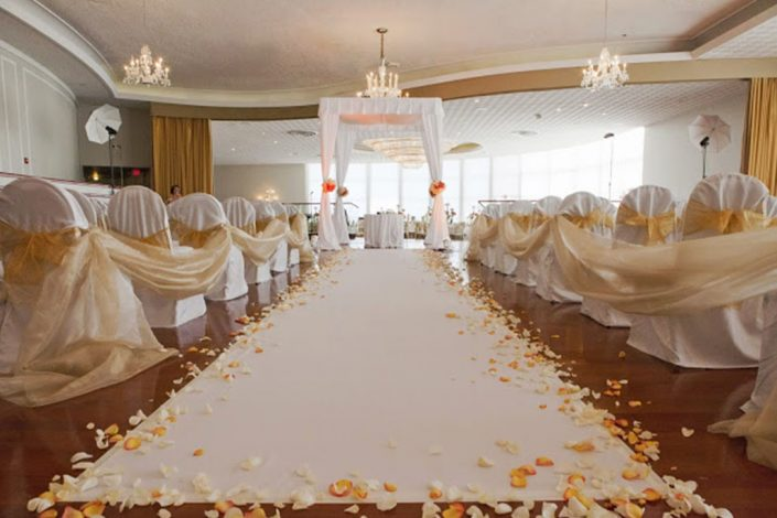 Wedding set in the Richelieu Ballroom at the Deauville Beach Resort